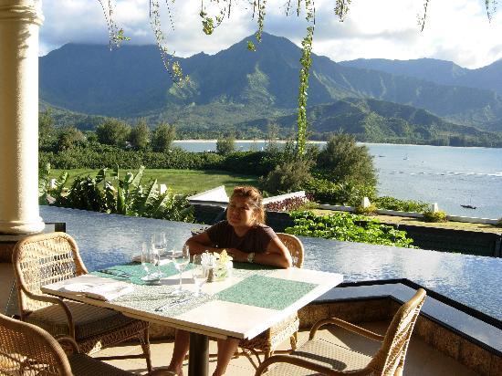 Princeville Resort: Patio restaurant area.