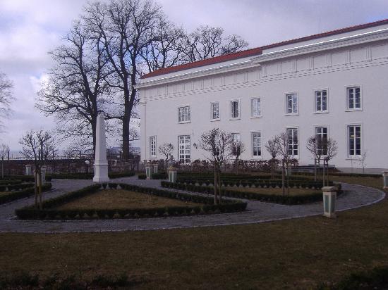 Hotel Badehaus Goor: Blick zum Haupthaus