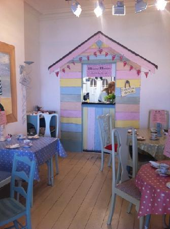 Henrys - The Shabby Chic Cafe: serving hatch