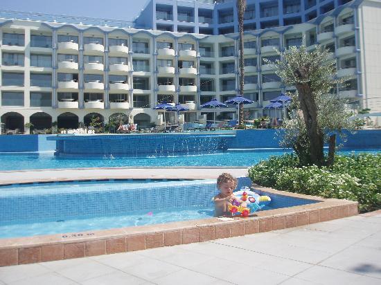Atrium Platinum Hotel: best view of the hotel at the main pool
