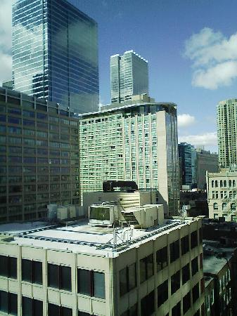 Courtyard Chicago Downtown/River North: view from the hotel room window