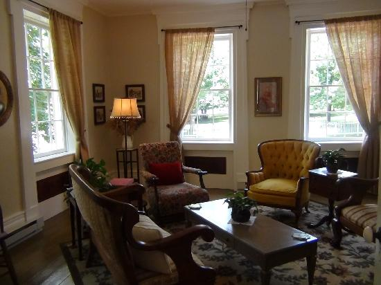 The Gallery Inn: The spacious sitting room overlooks the village park