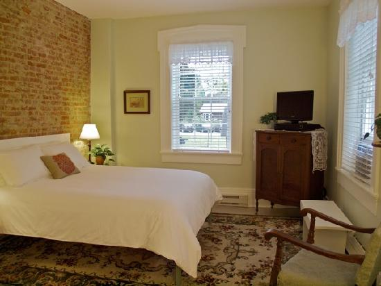 The Gallery Inn: The Green Room showcases an exposed brick wall