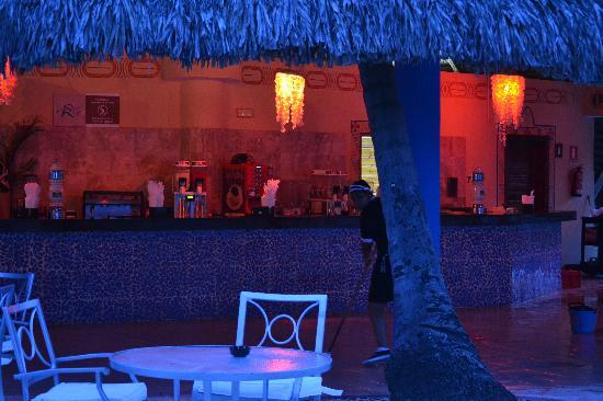 Dreams Punta Cana Resort & Spa: Bar Behind Pool. I'm sure it has a name