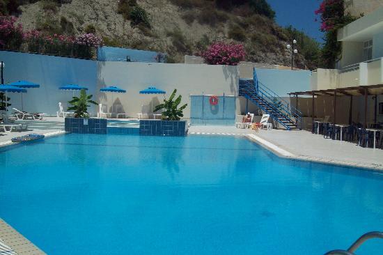 Iris Hotel: swimming pool