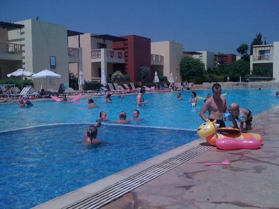 Electra Holiday Village: poolside