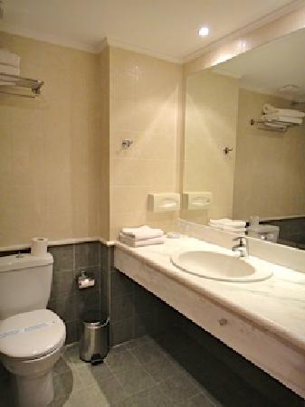 Olympion Asty: Salle de bains