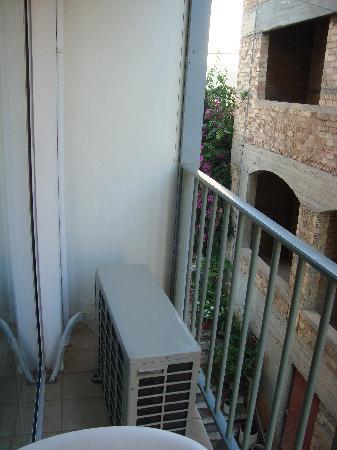 Coral Hotel: very small and narrow balcony