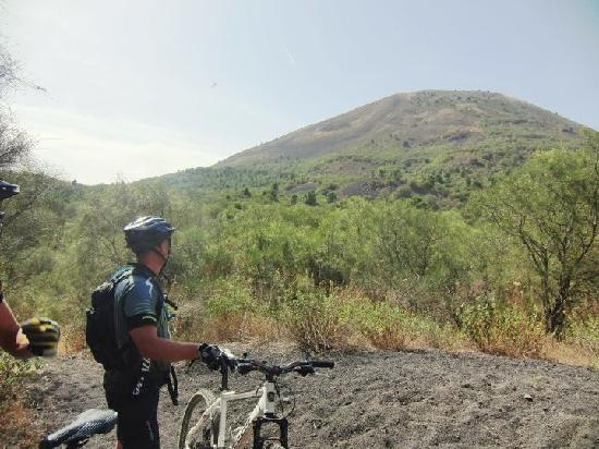That's Amore Cycling Excursions: Vesuvius volcano cycling excursions