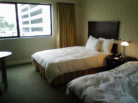 Miyako Hotel Los Angeles: another view of the room