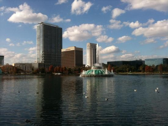 Lake Eola Park: view of the Linton E Allen fountain in Lake Eola with the buildings of northern downtown Orlando