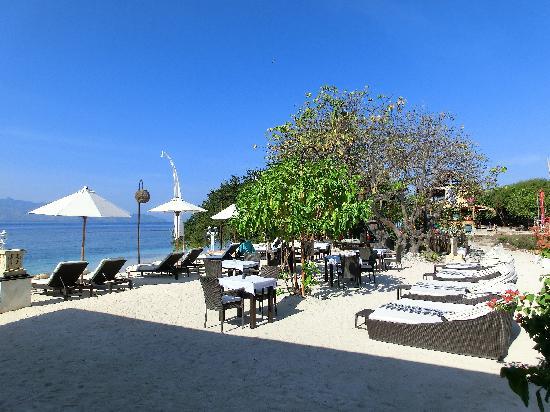 Ko-Ko-Mo Resort: The outdoor sun bed area for all