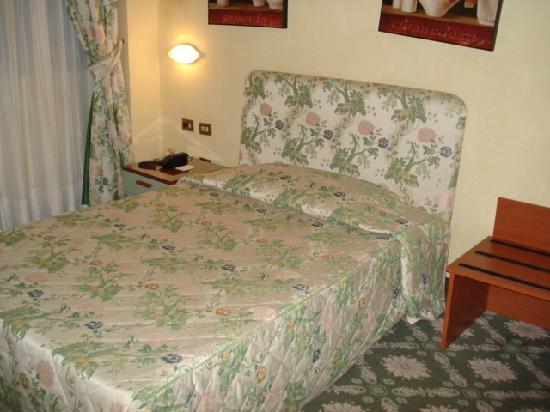 Air Hotel Linate: ベッド