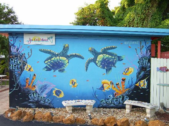 Sea Dell Motel: Fun mural on our building