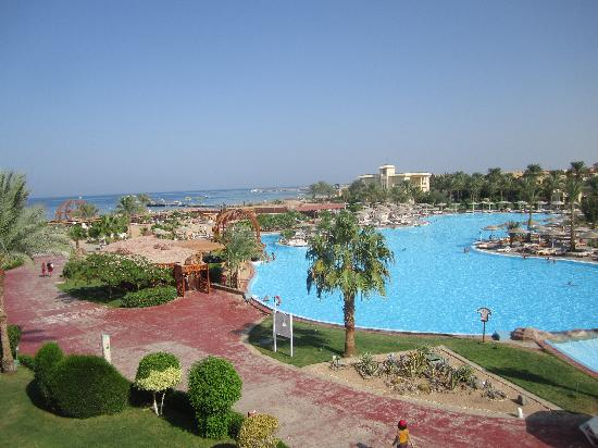 Tia Heights Makadi Bay: pool and the see