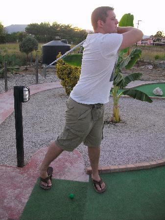 Kalamaki Crazy Golf& Restaurant: Teeing off!