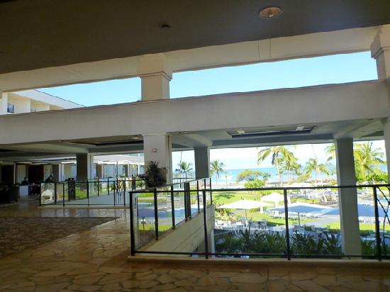 Waikoloa Beach Marriott Resort & Spa: Open air lobby view