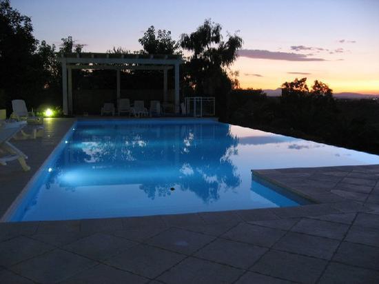 Country Giusto: piscina al tramonto