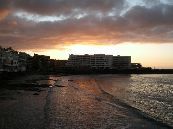 El Medano Hotel: Sunrise over Hotel
