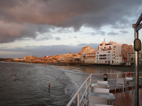 El Medano Hotel: View towards Plaza/promenade