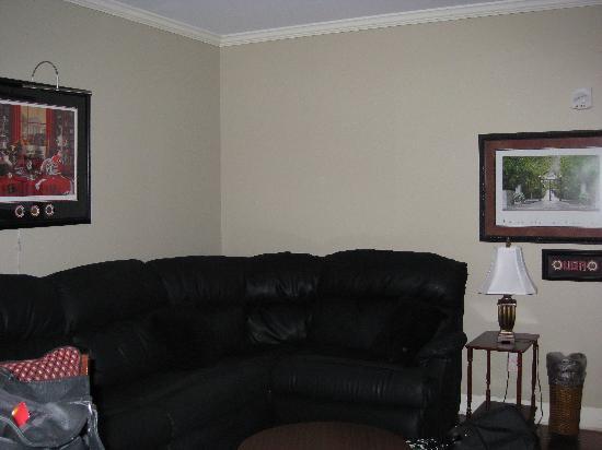 Georgia Gameday Center: Living room