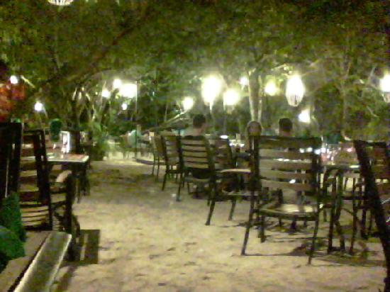 Dreams La Romana Resort & Spa: Jungle Restaurant had great grouper!