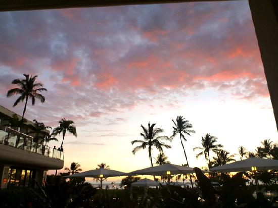 Waikoloa Beach Marriott Resort & Spa: Sunset, what can I say?