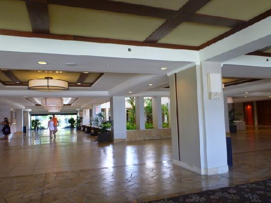 Waikoloa Beach Marriott Resort & Spa: Open air lobby entrance