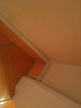 Miramare e Castello Hotel: Miramare e Castello - grimy uncleaned corners