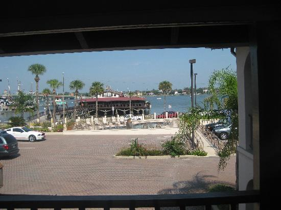 Bayfront Inn: The veiw from our window in our room.