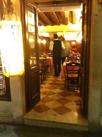 Ristorante Piccolo Martini: Back of that bad attitude staff