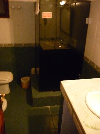 Hotel Beltran: Baño espacioso