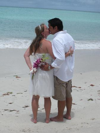 Sandals Grande Antigua Resort & Spa: Perfect wedding day on the beach