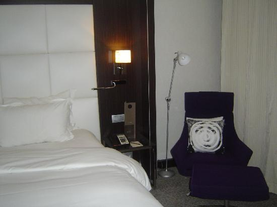 Sofitel Brussels Le Louise: Bed/chair