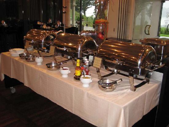 Hotel Koldingfjord: Plenty of hot food