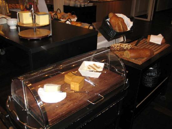 Hotel Koldingfjord: More breads & cheeses