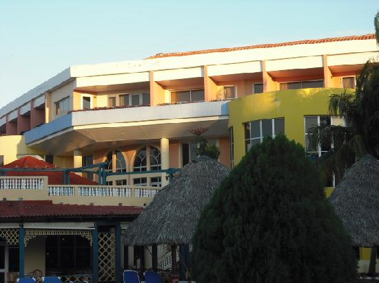 Brisas del Caribe Hotel: Rear view looking from pool