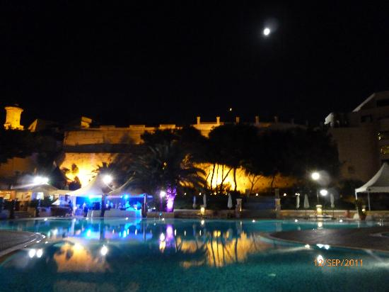 Excelsior Grand Hotel: pool night