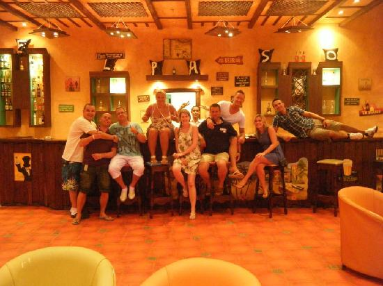 SENTIDO Oriental Dream Resort: The family in the club