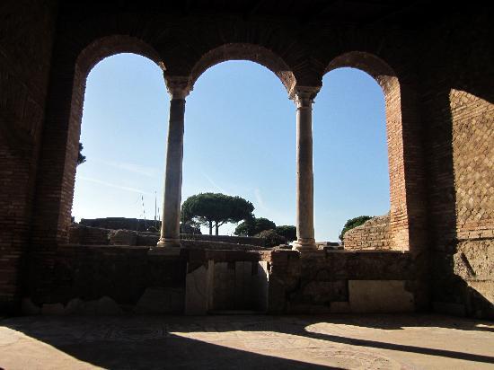 Parco Archeologico di Ostia Antica: House with Mosaics