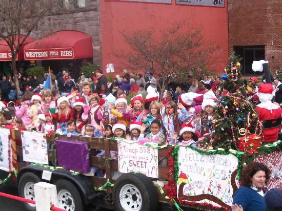 Woodland, Kalifornia: It's all fun at the Holiday Parade