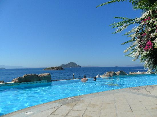 Kadikale Resort: Infinity pool