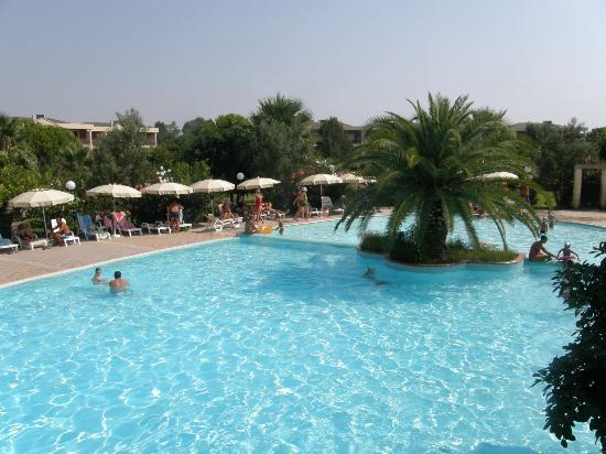 Villaggio Turistico Akiris: l'altra meta' della piscina