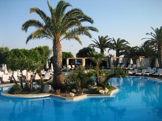 Sheraton Rhodes Resort: une des trois piscines