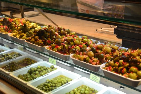 Mercado San Miguel: Delicious olives