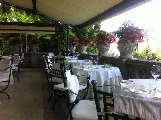 Hotel Laurin: breakfast area - al fresco