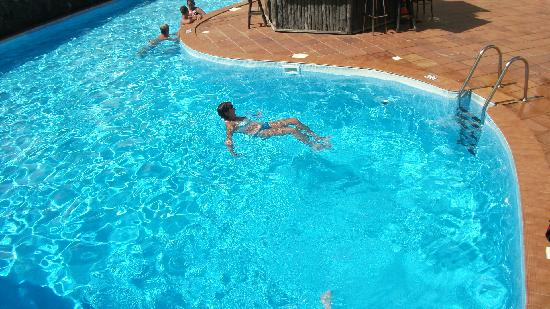 Caleta Playa Apartments: the pool !!