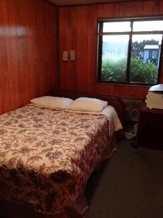 The Orca Inn: Room with a full bed