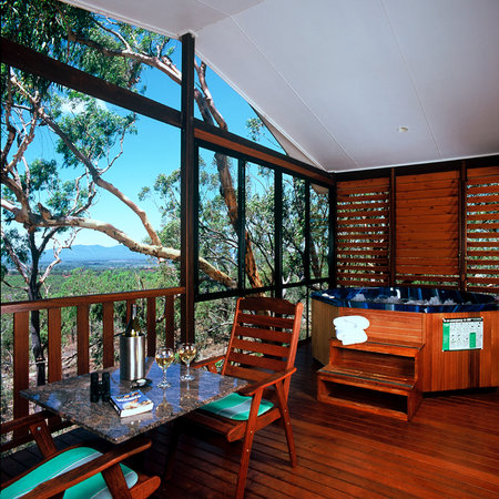 Allawah Retreat: Decks with spa,BBQ and views