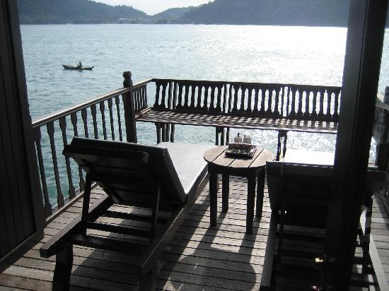 Pangkor Laut Resort: Terras van een sea villa